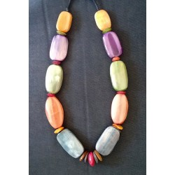 Collier en corne multicolore